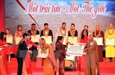 Provincia vietnamita presenta regalos a discapacitados
