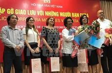 Escritores vietnamitas se reúnen con periodista cubana Marta Rojas