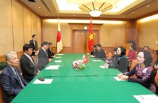 Gobernador de prefectura japonesa de Fukuoka recibe a vicepresidenta vietnamita