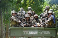 Dos mil civiles permanecen atrapados en combates con insurgentes en Filipinas