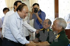 Políticas de retribución a personas con méritos revolucionarios: prioridad del Gobierno vietnamita