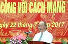 Premier vietnamita agradece a personas con méritos revolucionarios en Quang Nam