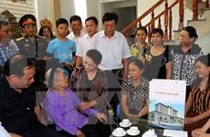 Presidenta del Parlamento de Vietnam honra a madres heroicas y mártires
