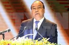 Premier Xuan Phuc exhorta a impulsar atención a personas con méritos revolucionarios