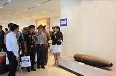 Agregados militares extranjeros visitan centro de remoción de explosivos de Vietnam