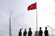 Regalan mil banderas de Vietnam a pescadores en isla Ly Son