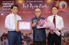Culturalista Huu Ngoc honrado con el premio Bui Xuan Phai de la VNA