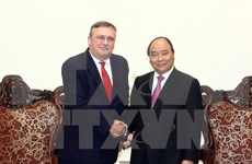Exhortan a incrementar inversiones húngaras y japoneses en Vietnam