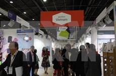 Vietnam asiste a feria internacional de confecciones textiles en París