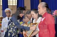 Exhiben retratos de Madres Heroicas de Vietnam