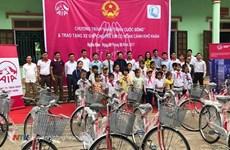 Obsequian bicicletas a estudiantes pobres en provincia vietnamita de Binh Thuan