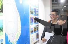 Presentan belleza de mar e islas vietnamitas en París