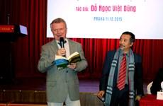 Asociación de literatos checos condecora a escritor vietnamita