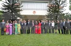 Presidenta de Parlamento de Vietnam se reúne con comunidad coterránea en Singapur