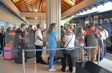 Miles de turistas abandonan Bali tras reapertura del aeropuerto