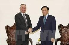Vicepremier de Vietnam recibe al subjefe de Comisión de Comercio Internacional del Parlamento Europeo