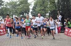 Centenares de personas corren en Hanoi por beneficio de osos
