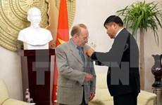 Vietnam honra al periodista alemán con Orden de Amistad