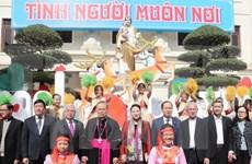 Presidenta de Parlamento felicita a católicos en Thanh Hoa por Navidad