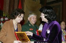 Vicepresidenta de Vietnam recibe a víctimas del Agente Naranja/ Dioxina