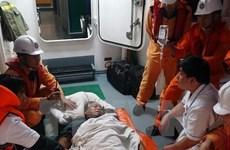 Vietnam salva a marinero filipino accidentado en el mar