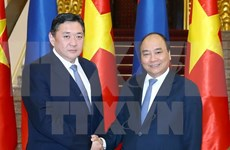 Premier Xuan Phuc exhorta a aumentar intercambio comercial Vietnam-Mongolia