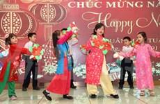 Vietnamitas en Hong Kong saludan mayor fiesta tradicional