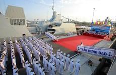 Celebran acto de izamiento de bandera en buques de guerra de escolta de misiles de Vietnam