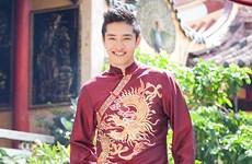 Ao Dai tradicional de hombres vietnamitas en busca de resurrección