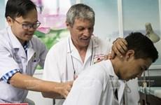Médico francés dedicado a la medicina tradicional vietnamita
