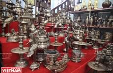 Dai Bai se esfuerza por preservar el oficio de fundición de bronce