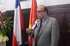 Vietnam condecora al embajador de Chile con insignia de amistad
