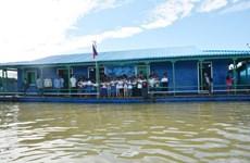 Inauguran escuela flotante para vietnamitas en Camboya