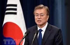 Moon Jae-in busca fortalecer relaciones con Vietnam, subraya periódico sudcoreano
