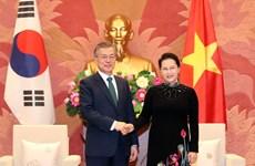 Presidente sudcoreano recibido por titular del Parlamento de Vietnam