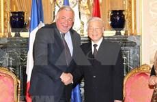 Francia presta atención especial a relación con Vietnam, afirma presidente del Senado