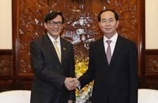 Presidente de Vietnam promete alfombra roja para inversores de Tailandia