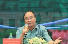 Premier de Vietnam responde a preguntas de agricultores