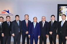 Premier vietnamita se reúne con gerentes de grupos singapurenses