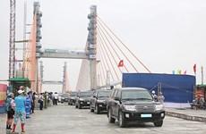 Instalan último segmento del puente interprovincial Quang Ninh- Hai Phong