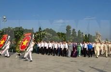 Rinden tributo a mártires en ocasión del Día de la reunificación nacional de Vietnam