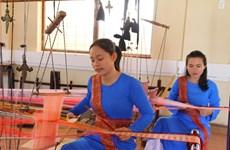 Artesanos de Ninh Thuan intentan recuperar antiguos brocados de la etnia Cham