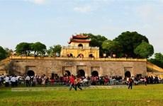 Aluvión de viajeros en días feriados en sitios turísticos en Vietnam