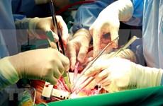Hospital vietnamita realiza con éxito cirugía para el cáncer de tiroides