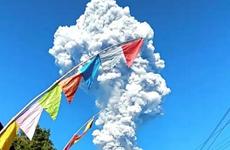 Volcán Merapi arroja enorme columna de ceniza en Indonesia