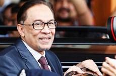 Malasia libera al exvicepremier Anwar Ibrahim