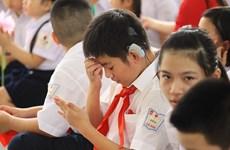 Asistencias estadounidenses a personas sordas en Vietnam