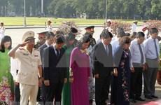 Dirigentes de Hanoi rinden tributo al presidente Ho Chi Minh por 128 aniversario de su natalicio