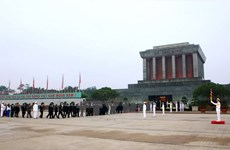 Más de 92 mil personas visitan Mausoleo de Ho Chi Minh en ocasión de su natalicio