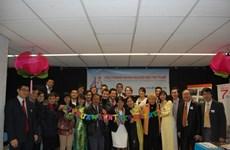 Intelectuales vietnamitas intercambian en Bruselas medidas destinadas a impulsar el desarrollo de Hanoi